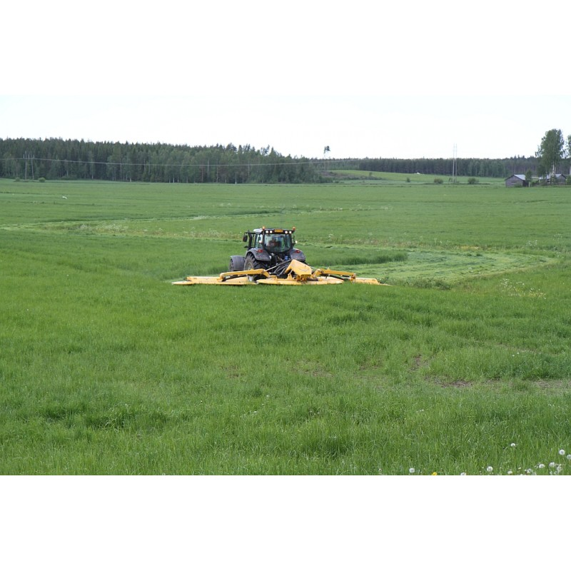 Широкозахватная дисковая (роторная) двухсекционная косилка с пальцевым кондиционером Arrowe NM 10500 Delta (ELHO, Финляндия)