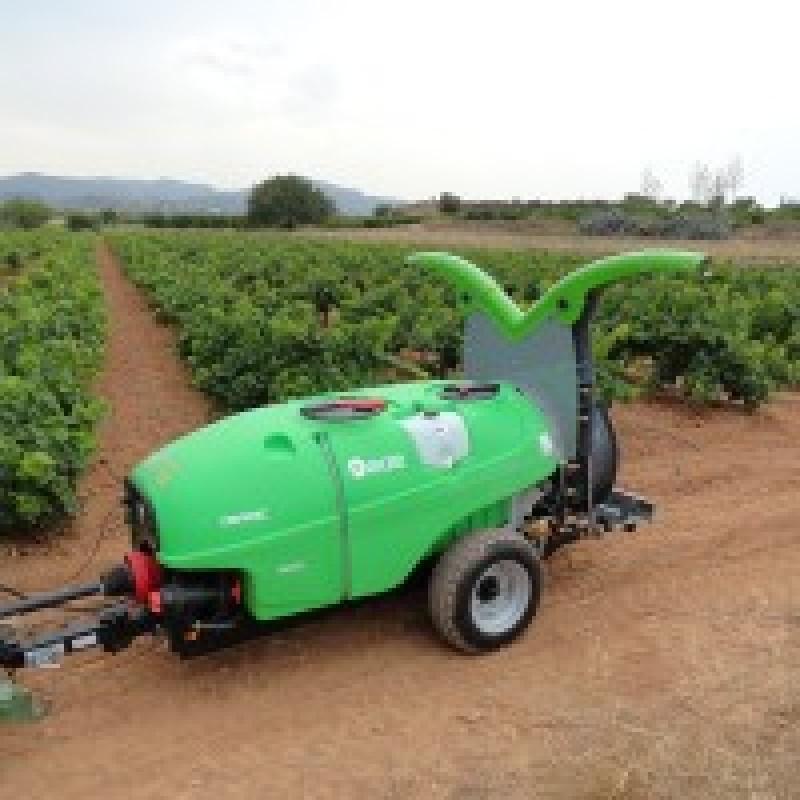 Прицепной опрыскиватель для садов и виноградников «Dinamic Qi 8 Ecoteqi» (Fede, Испания)
