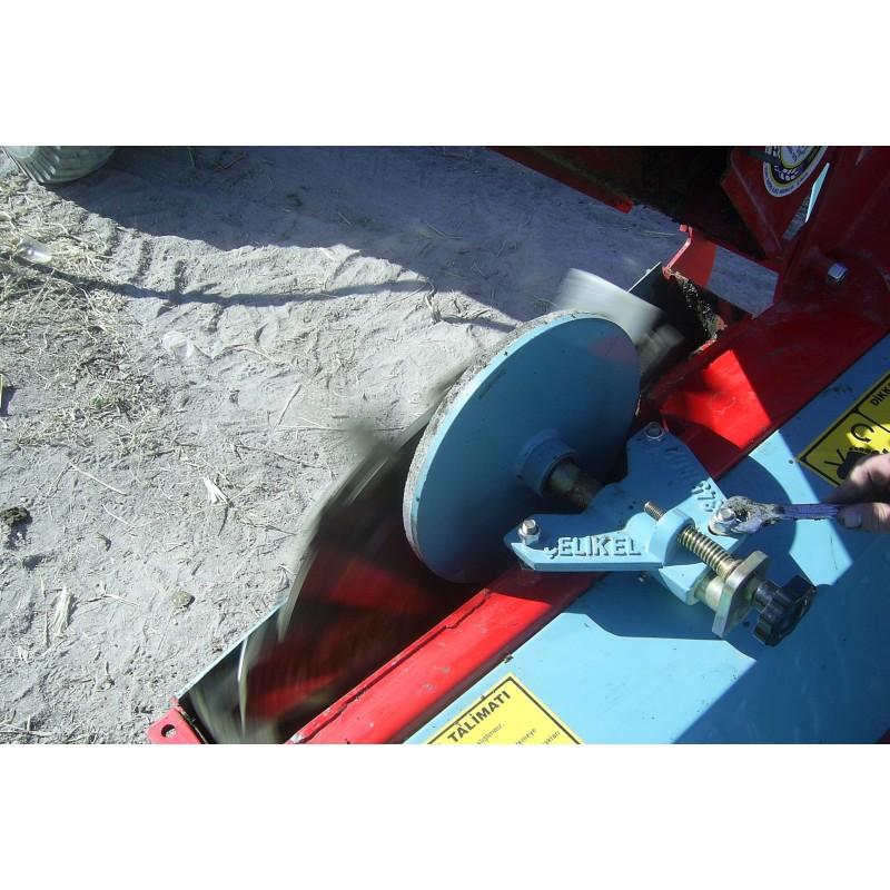 Силосоуборочный комбайн, кормоуборочный комбайн  с роторной жаткой сплошного среза CHALLENGER II